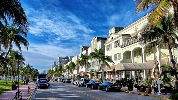 Avenida Ocean Drive Miami de dia