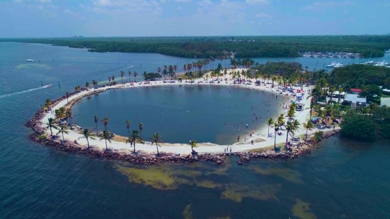 Praia em Matheson Hammock Park Beach em Miami